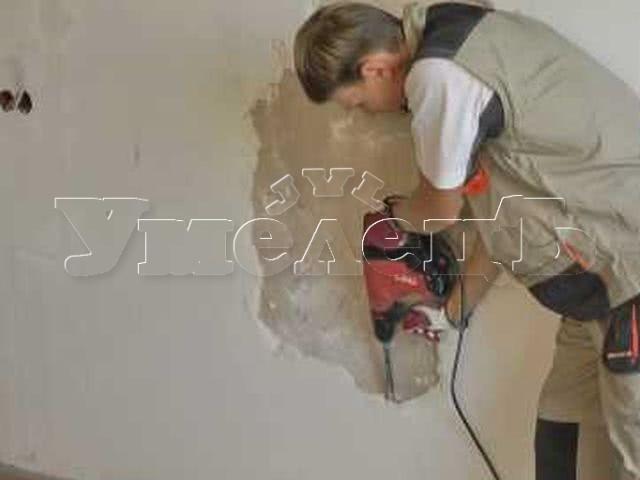 Демонтаж штукатурки стен. Стены демонтаж отделки. Ремонт квартир в Москве и Подмосковье.