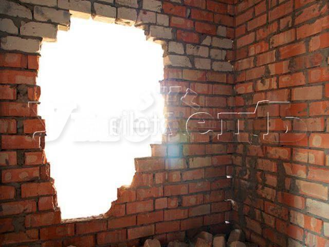 Демонтаж стен толщиной 1/2 кирпича. Стены демонтаж полный. Ремонт квартир в Москве и Подмосковье.