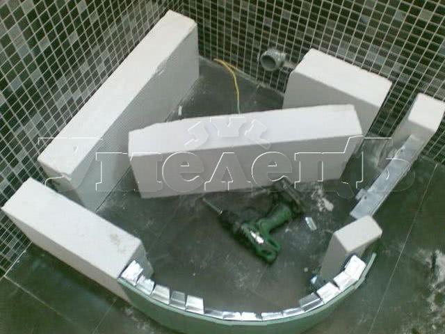 Монтаж подиума душевого поддона высотой 100 150 мм. Сантехнические работы. Ремонт квартир в Москве и Подмосковье.