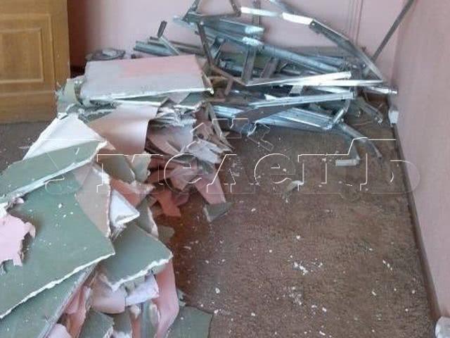 Демонтаж перегородки из гипсокартона гипсолита. Стены демонтаж полный. Ремонт квартир в Москве и Подмосковье.