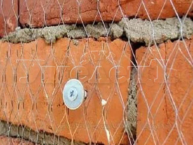 Устройство штукатурной металлической сетки стены. Стены отделка. Ремонт квартир в Москве и Подмосковье.