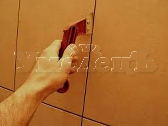 Расчистка швов плитки. Стены отделка. Ремонт квартир в Москве и Подмосковье.
