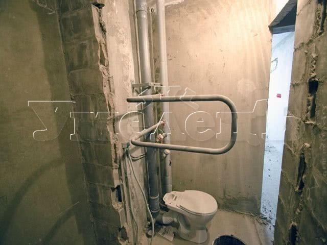 Демонтаж перегородки санузла железобетон до 5 см. Стены демонтаж полный. Ремонт квартир в Москве и Подмосковье.