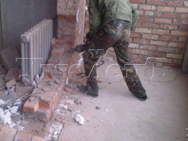 Демонтаж стен толщиной 1 кирпич. Стены демонтаж полный. Ремонт квартир в Москве и Подмосковье.