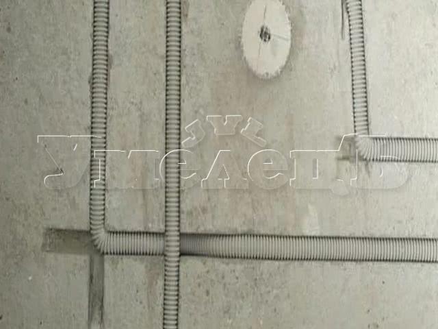 Штробление под провод бетон. Штробление стен. Ремонт квартир в Москве и Подмосковье.