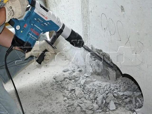 Демонтаж бетонных перегородок толщиной до 12 см. Стены демонтаж полный. Ремонт квартир в Москве и Подмосковье.
