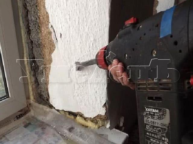 Демонтаж штукатурки откосов. Дверь окно изменить переделать поменять. Ремонт квартир в Москве и Подмосковье.