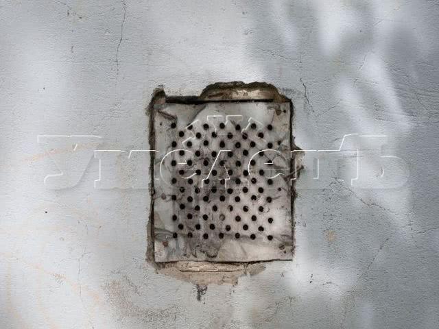 Демонтаж вентиляционной решетки. Прочие услуги. Ремонт квартир в Москве и Подмосковье.