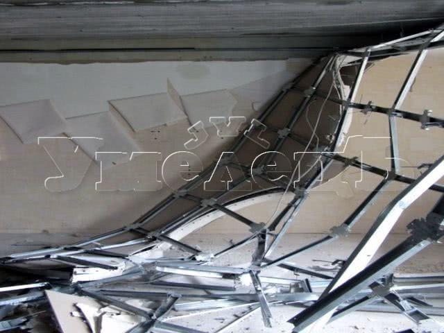 Разборка потолка ГКЛ 3 уровневый. Потолок изменить переделать поменять. Ремонт квартир в Москве и Подмосковье.