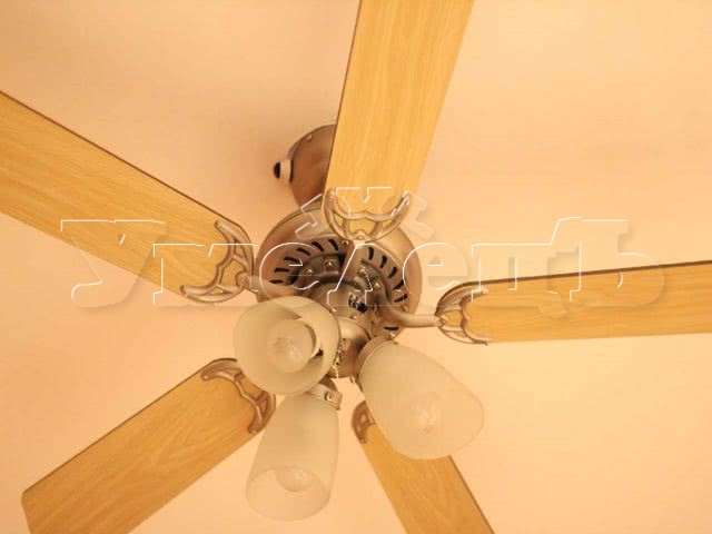 Монтаж вентилятора потолочного с люстрой. Электромонтажные работы. Ремонт квартир в Москве и Подмосковье.